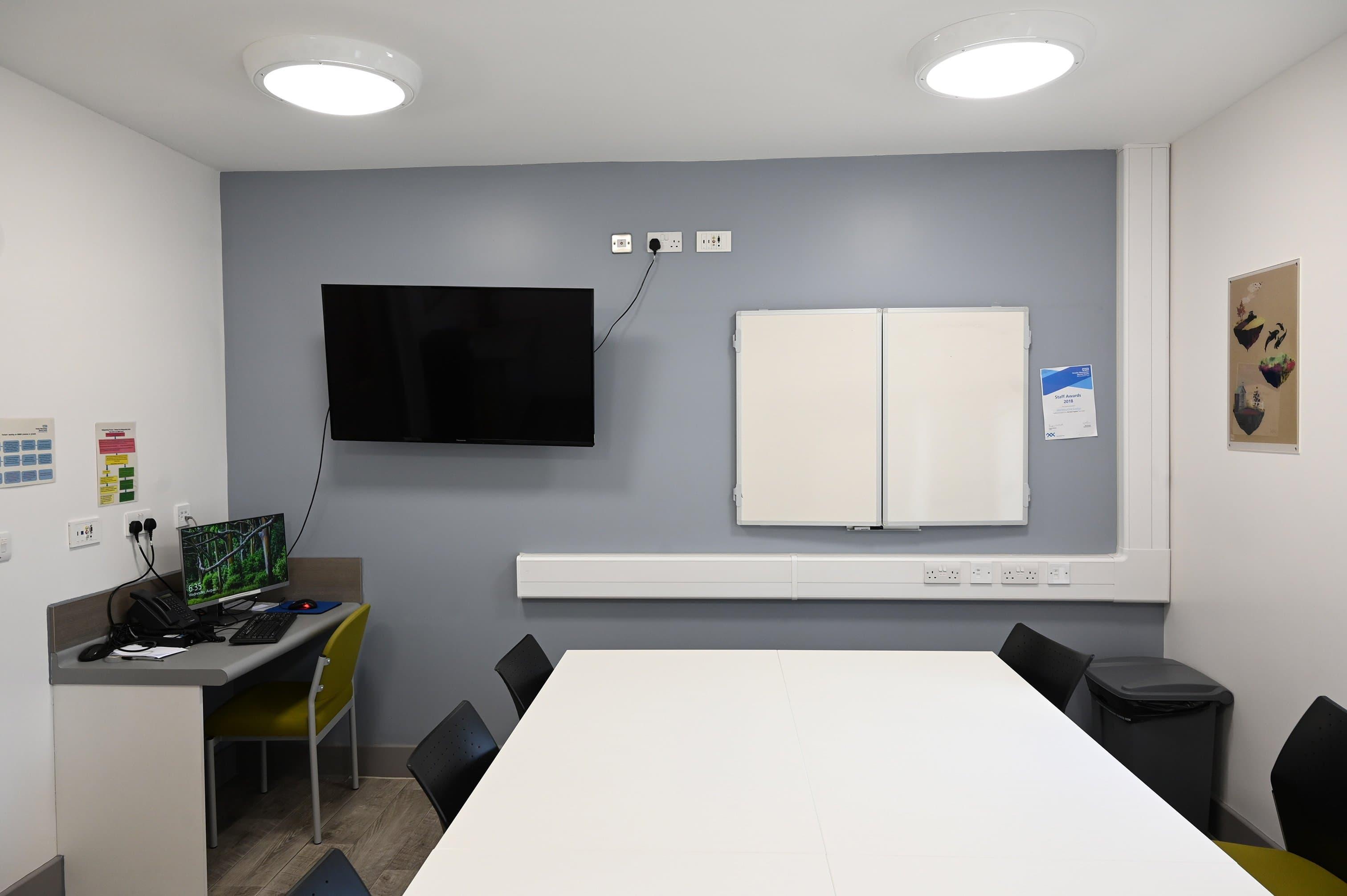 Honeysuckle Lodge - Group Room (7)