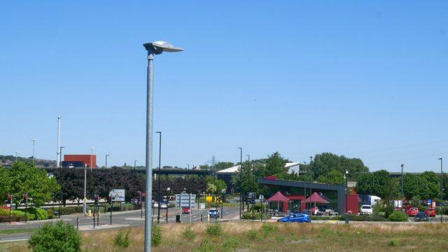 Meadowhall Way Footpath (2)